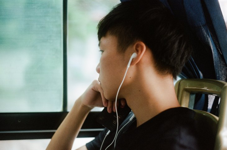 guy listening to music, gateway biotechnology, gateway to hearing health, gateway blog, gateway hearing blog, hearing health, blog